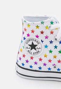 Converse - CHUCK TAYLOR ALL STAR ARCHIVE FOIL STAR PRINT UNISEX - Zapatillas altas - white/black - 5