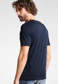 Selected Homme - SHDTHEPERFECT - Basic T-shirt - dark sapphire - 2