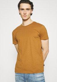 Burton Menswear London - TEE 3 PACK - T-shirt - bas - multi - 4