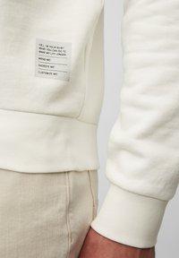 Marc O'Polo - Sweatshirt - egg white - 4