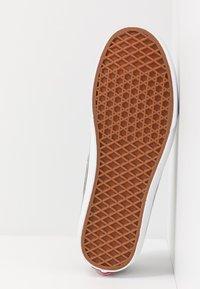 Vans - VANS SPORT - Sneakersy niskie - grape leaf/true white - 4