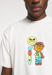 Obey Clothing - BALLOON - Print T-shirt - cream - 5
