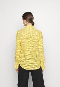Victoria Victoria Beckham - PATCH POCKET SHIRT - Blouse - sicilian lemon - 2