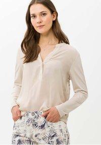 BRAX - STYLE CLARISSA - T-shirt à manches longues - nature - 0