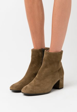 Classic ankle boots - olive