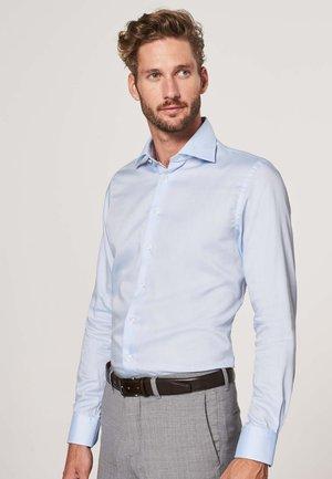 SLIM FIT - Formal shirt - licht blauw