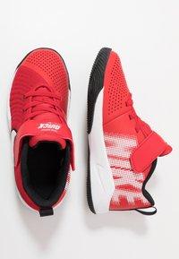 Nike Performance - TEAM HUSTLE QUICK  - Basketballsko - university red/white/black - 0
