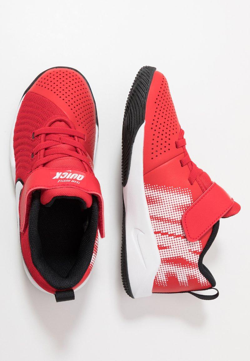 Nike Performance - TEAM HUSTLE QUICK  - Basketballsko - university red/white/black