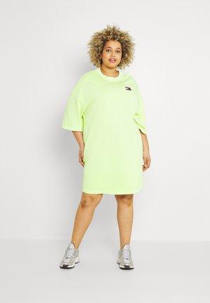 BADGE TEE DRESS - Vestido ligero - faded lime