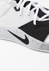 Nike Performance - PG3 - Indoorskor - white/black/wolf grey - 5