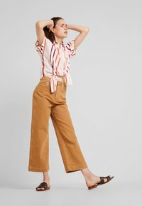 TOM TAILOR - BLOUSE WITH LIGHT STRIPES - Chemisier - offwhite - 1