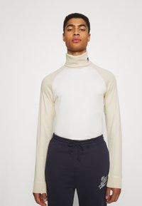 BOSS - BOSS X RUSSELL ATHLETIC TERON - Langarmshirt - open white - 0