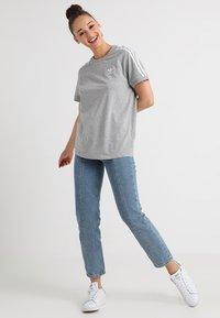 adidas Originals - STRIPES TEE - Print T-shirt - medium grey heather - 1