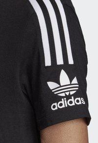 adidas Originals - 3-STRIPES T-SHIRT - T-shirts print - black - 5