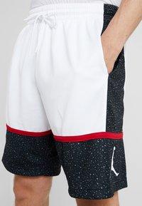 Jordan - JUMPMAN GRAPHIC SHORT - Korte sportsbukser - black/white/gym red - 3
