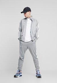Nike Sportswear - Verryttelyhousut - particle grey/white/black - 1