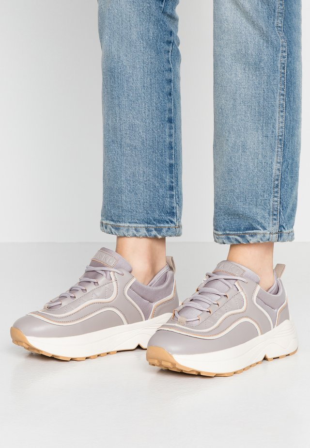 ROUNDED CHUNKY TRAINERS - Baskets basses - lilac