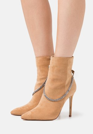 ROOKIE - High heeled ankle boots - sand