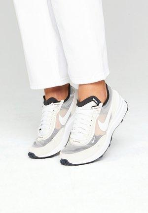 WAFFLE ONE UNISEX - Sneakers basse - summit white/white/black/orange