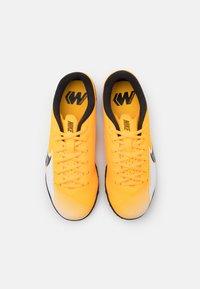 Nike Performance - MERCURIAL JR VAPOR 13 ACADEMY TF UNISEX - Kopačky na umělý trávník - laser orange/black/white - 3