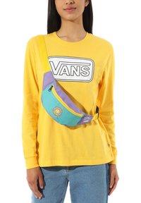 Vans - X THE SIMPSONS LISA FANNY PACK - Bum bag - lisa 4 prez - 1
