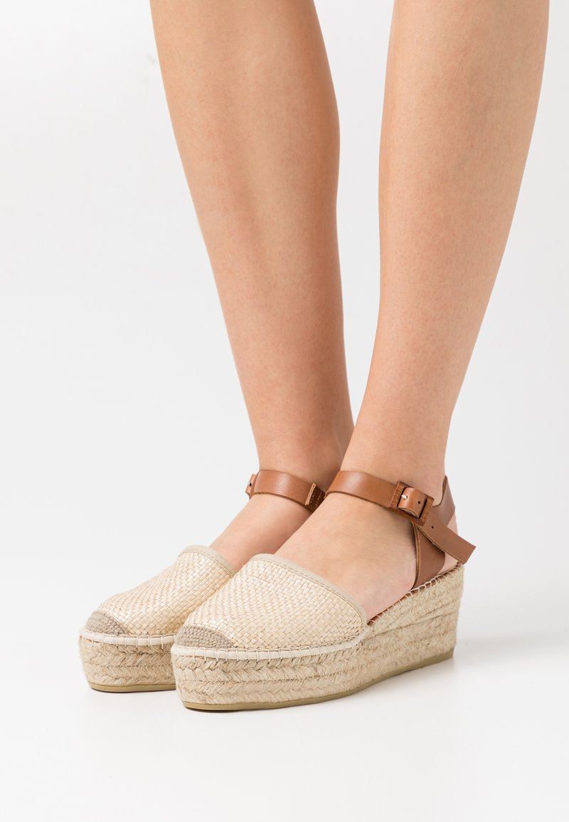 Macarena - JAVA  - Sandály na platformě - sumatra natural