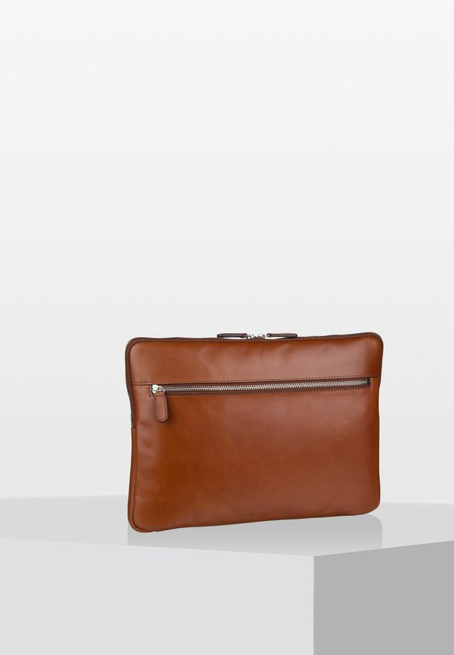 CAMBRIDGE - Laptop bag - cognac