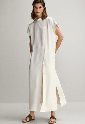 MIT SEITLICHEN KNÖPFEN - Shirt dress - white