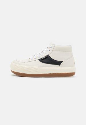 ESPRESSO CHILLI  - High-top trainers - white