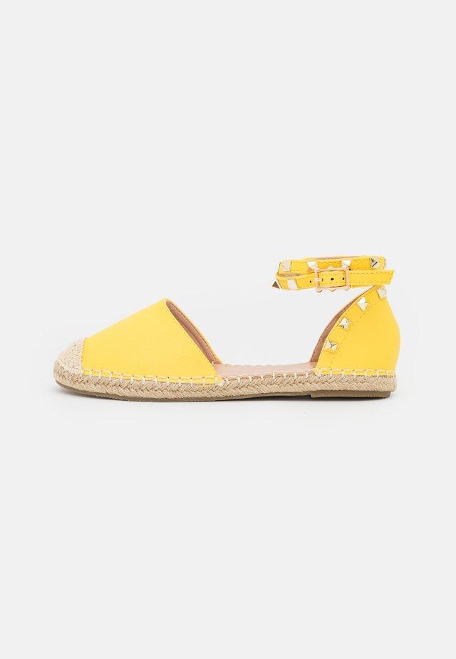 WIDE FIT CASPER - Espadrilky - yellow