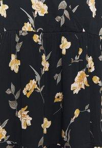 Pieces Curve - PCGLYDA WRAP DRESS CURVE - Day dress - black - 2