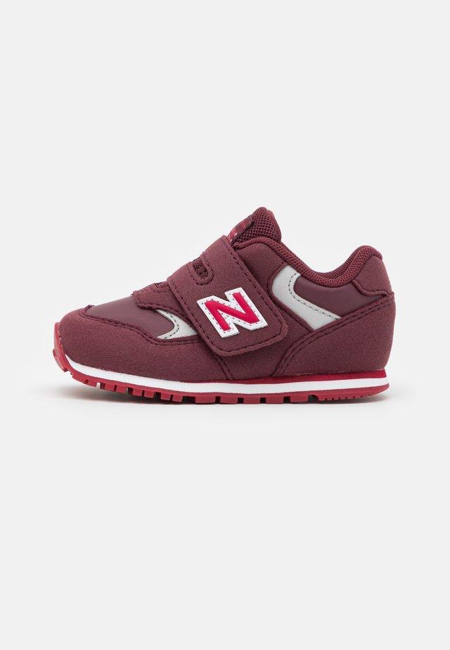 IV393CBG-M UNISEX - Sneakersy niskie - burgundy