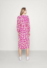 ONLY - ONLPIO LONG WRAP DRESS  - Kjole - pale green/fuchsia purple - 2