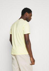 TOM TAILOR - Print T-shirt - pale straw yellow - 2