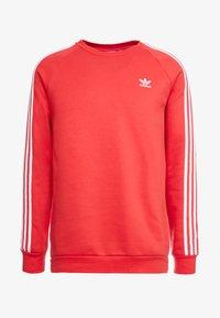 adidas Originals - 3 STRIPES CREW UNISEX - Sudadera - lush red - 4