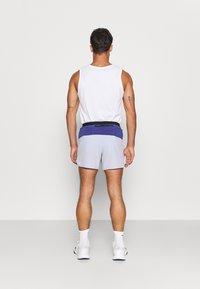 Nike Performance - TRAIL - Outdoorové kraťasy - ghost/purple dust/university gold - 2