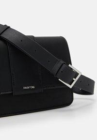 PARFOIS - CROSSBODY BAG TONGUE - Across body bag - black - 5