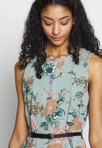 Vero Moda - VMSUNILLA SHORT DRESS - Day dress - chinois green - 3