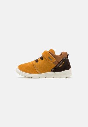Baby shoes - senape/caffe