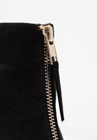 Miss Selfridge Wide Fit - WIDE FIT BELLE ZIP FRONT BLOCK HEEL - Ankle boots - black - 2