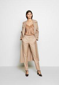 Strenesse - TROUSER - Kalhoty - camel - 1