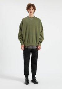 PULL&BEAR - Cargo trousers - mottled black - 1