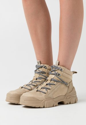 ONLSYLKE LACE UP - Ankle boots - sand