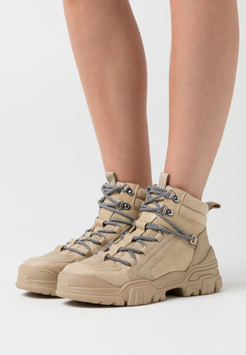ONLY SHOES - ONLSYLKE LACE UP - Ankelboots - sand