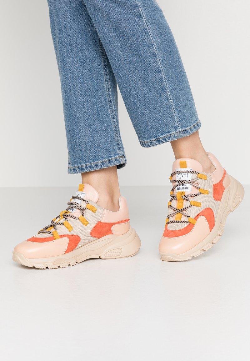 Toral - Sneakers basse - almendra/cumbia giusy
