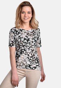 Bicalla - Print T-shirt - black-sand - 0