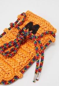 M Missoni - PORTACELLULARE CROCHET - Skuldertasker - orange - 5