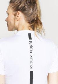 Peak Performance - TURF ZIP - Print T-shirt - white - 5