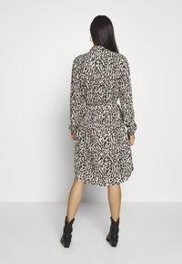 Object - OBJBAY DRESS REPEAT - Shirt dress - humus/new animal - 2