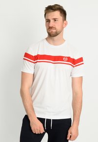 sergio tacchini - YOUNG LINE PRO T-SHIRT - T-shirt imprimé - wht/red - 0